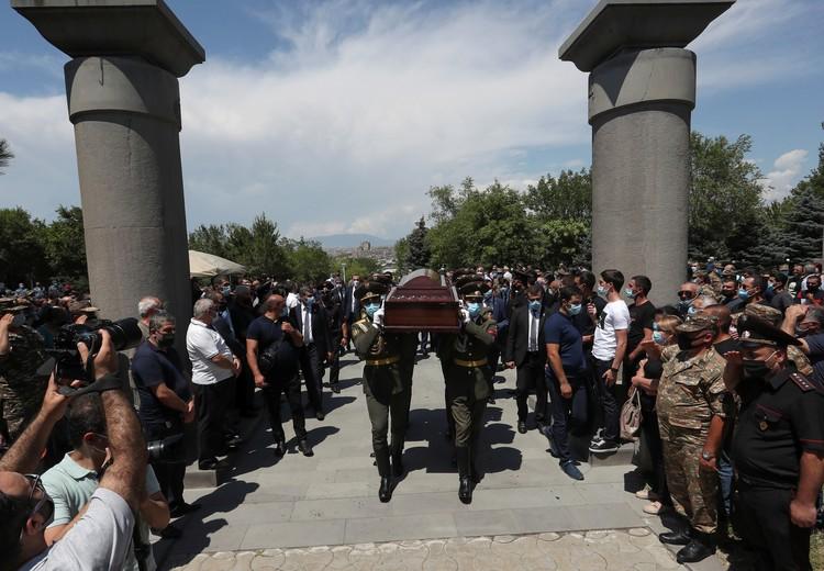 Похороны военнослужащего в Ереване