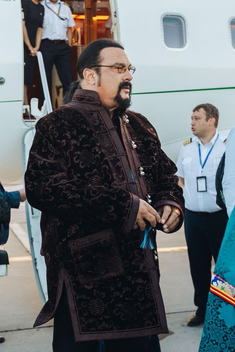 Стивен Сигал в Улан-Удэ. Фото: пресс-служба правительства Бурятии.