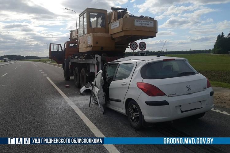 """Водитель """"Пежо"""" заснула за рулем и допустила столкновение. Фото: ГАИ Гродно."""