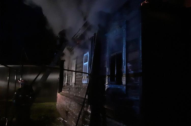 Когда прибыли первые пожарные расчеты, дом был уже объят пламенем.