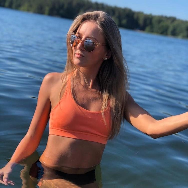 Вера Негодина радуется солнцу на озерах Южного Урала. Фото: veronichka8181/Instagram.com