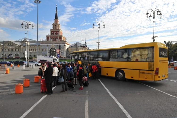 Комсомольская площадь, она же площадь трех вокзалов — именно здесь вербовщики чаще всего находят новых рабов