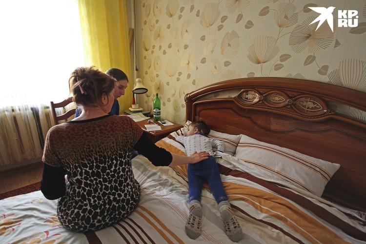 Дети, по словам специалистов, болеют легче, чем взрослые - но только если у них нет серьезных сопутствующих заболеваний.