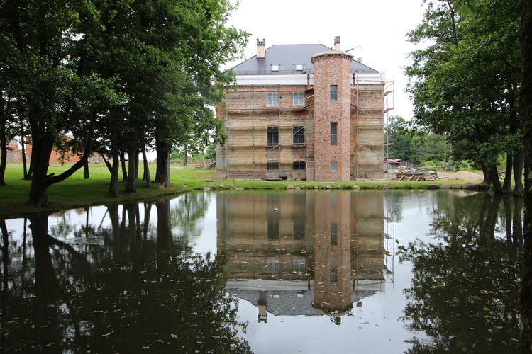 Владельцы практически полностью восстановили внешний облик здания.