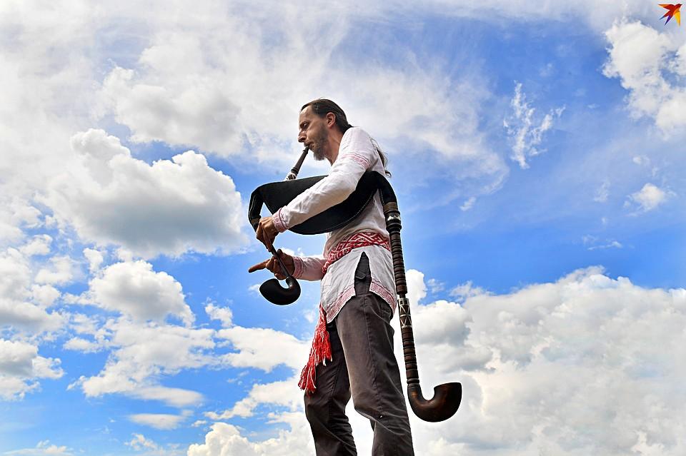 Андрей Шклёда мечтает, чтобы в белорусских деревнях снова звучала старинная музыка. Фото: Виктор ДРАЧЕВ