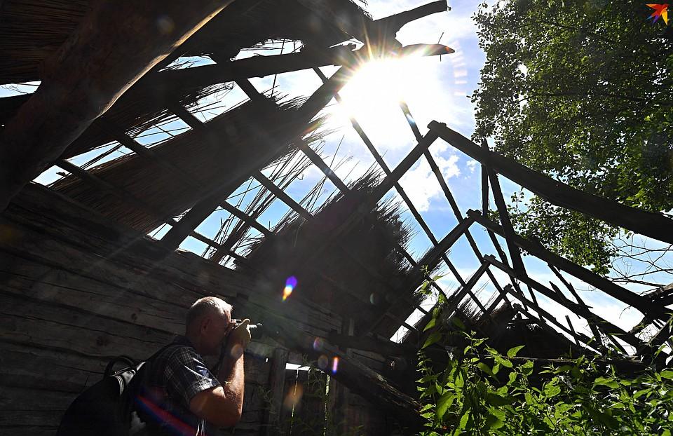 Фотограф из Пинска Павел Куницкий успел зафиксировать старинные домики и издал фотоальбом про Кудричи. Фото: Виктор ДРАЧЕВ