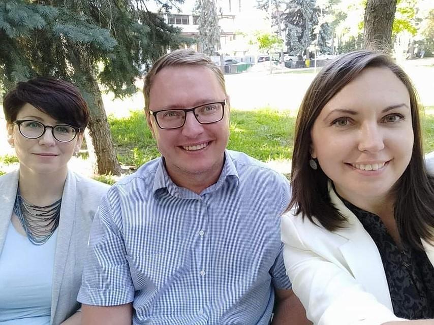 На защите медиа-пространства: (слева - направо) Елена Левицкая-Пахомова, Виктор Адвахов и Дарья Зимбельская. Фото: Дарья ЗИМБЕЛЬСКАЯ