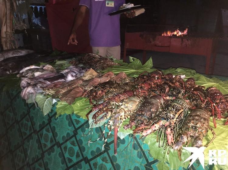 А вот как выглядит улов до того, как попал к рестораторам. Для этого надо оказаться на южном пляже Казимкази в рыбацкой деревне в районе 6-7 утра.