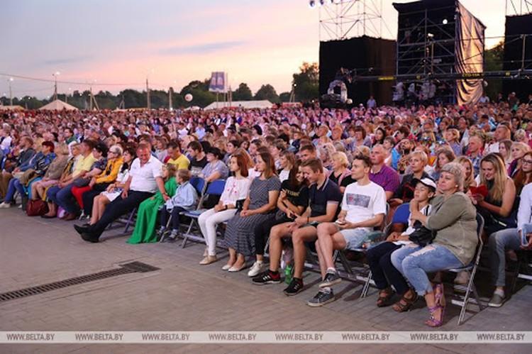 """""""Александрия собирает друзей 2020"""". По официальным данным на праздник приехали 110 тысяч человек. Фото: БелТА."""