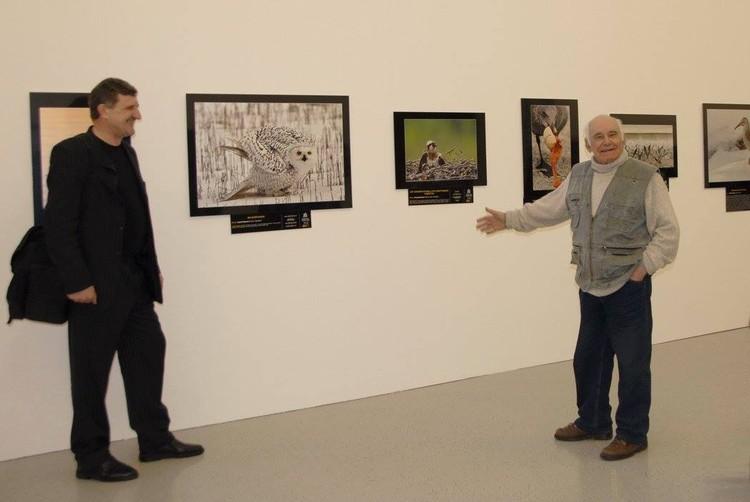 Василий Песков и Сергей Жданов (слева) познакомились в 2008 году на фотовыставке «Золотая черепаха», где Василий Михайлович был членом жюри. Фото из личного архива С. Жданова.