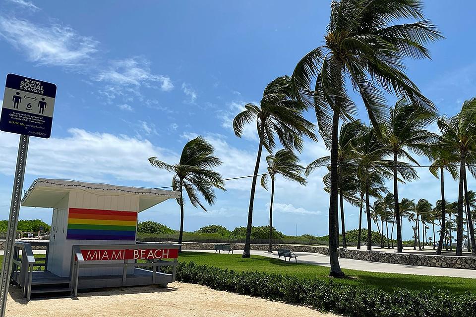 Сегодня ураган должен вплотную приблизиться к Флориде, после чего, по расчетам синоптиков, снижая свою силу, будет двигаться по всему Атлантическому побережью США до канадской границы. Фото: REUTERS
