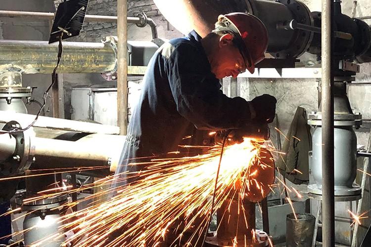 В городе проводят реконструкцию самой крупной котельной, тепло от которой поступает в квартиры каждого пятого жителя. Фото: пресс-служба АПК.