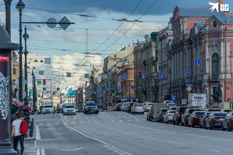 Невский проспект - одно из самых красивых мест Петербурга, несмотря на провода.