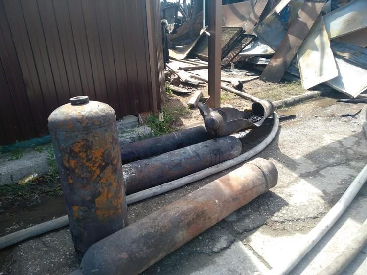 С места происшествия изъяли несколько газовых баллонов