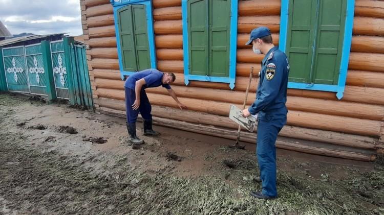В селе Десятниково из-за сильных дождей и схода дождевых вод с гор подтопило 40 частных домов. Фото: ГУ МЧС по Бурятии