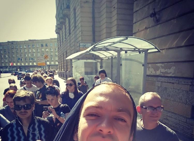 Люди занимали очередь с самого утра Фото: предоставлено Геннадием