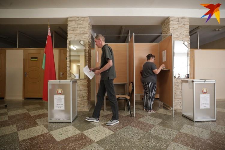 Белорусы выбирают из четырех кандидатов