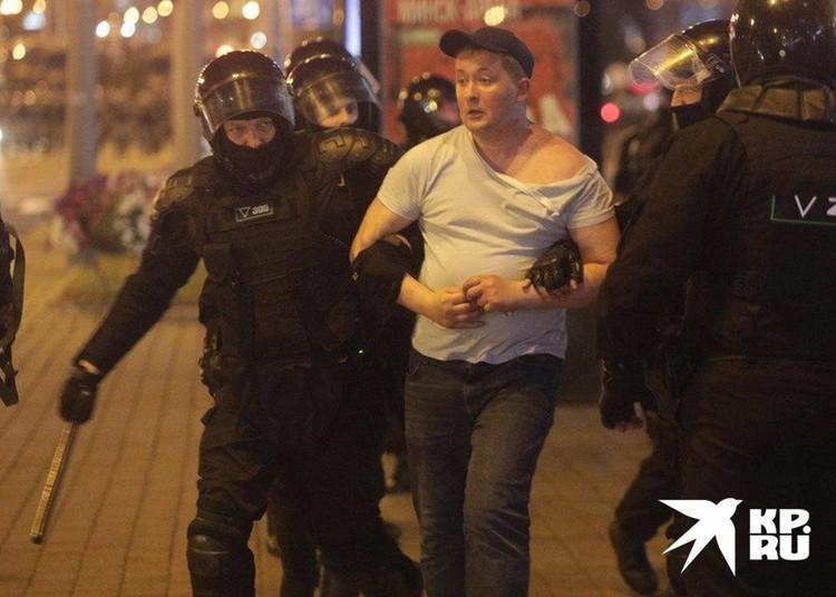 Задержание участника протестов в Минске.