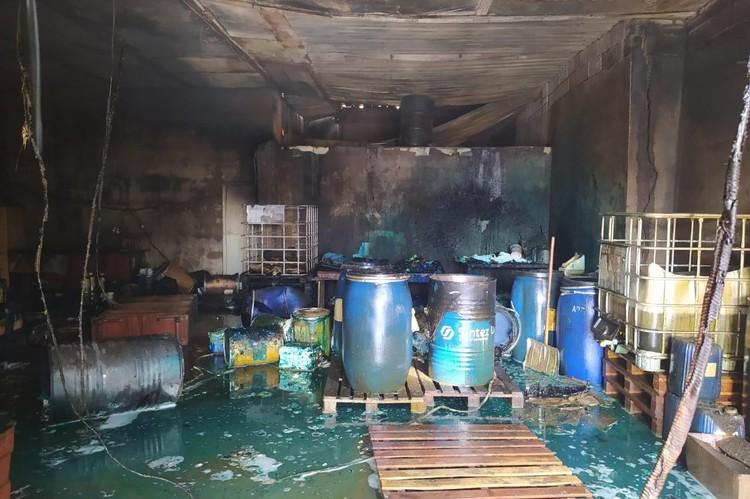 В Липецке сгорел склад