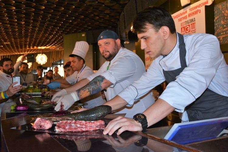 """На форуме """"Инжир"""" шэф-повара соревнуются в приготовлении блюд из крымских продуктов"""