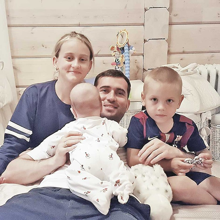 У Кержакова трое детей от трех жен. Младший сын - от красавицы Миланы Тюльпановой.