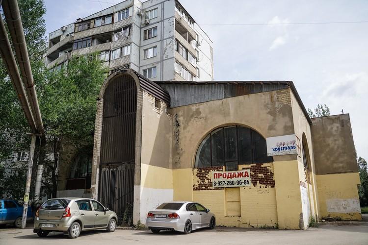 На улице Придорожной находится заброшенный магазин, который местные жители называют «Мечеть»