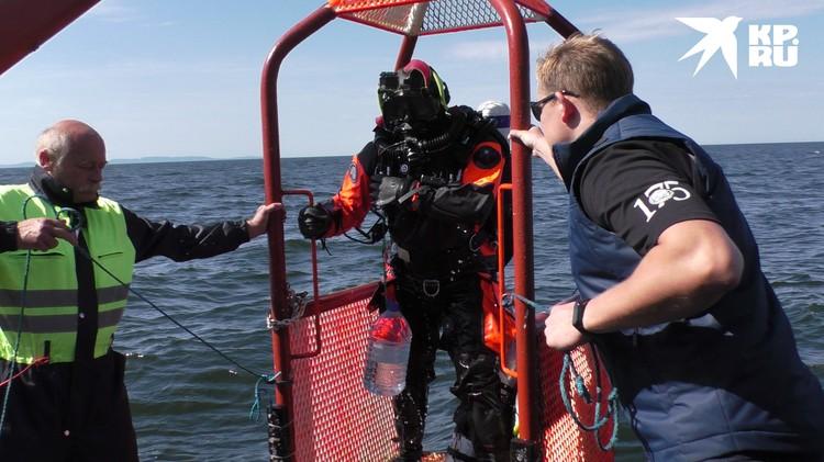 За пробами воды и грунта водолазы ныряли на 63-метровую глубину