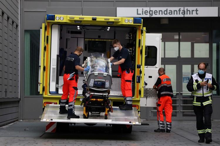 """Оппозиционера доставили в немецкую больницу с диагнозом """"нарушение обмена веществ"""""""