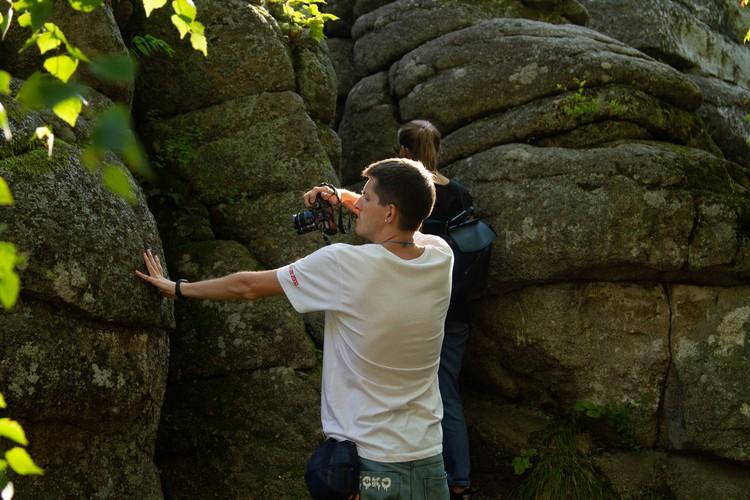 Блогеры заглянули буквально под каждый камень.