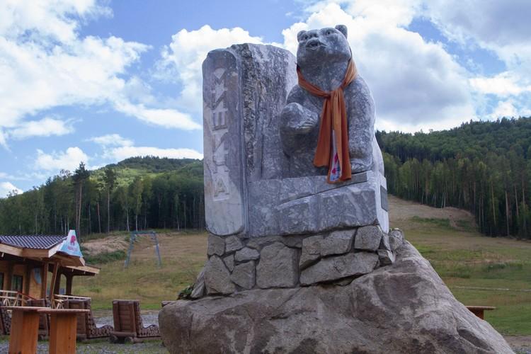 Памятник медведю у подножия Мишиной горы