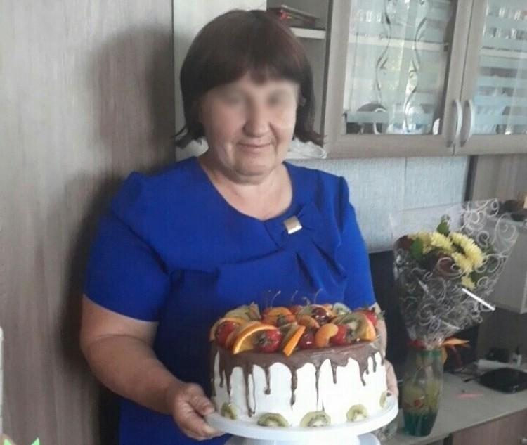 Татьяна Григорьевна делится в соцсетях множеством фотографий с кулинарными шедеврами для внуков. А соседи рассказывают, что приемные дети выпрашивали еду у одноклассников.