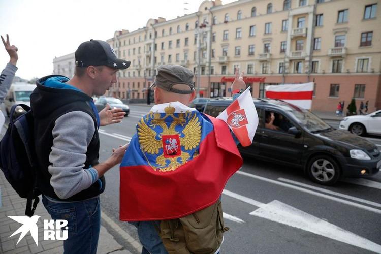 В Беларуси не вызывают негатива российски флаги в руках демонстрантов