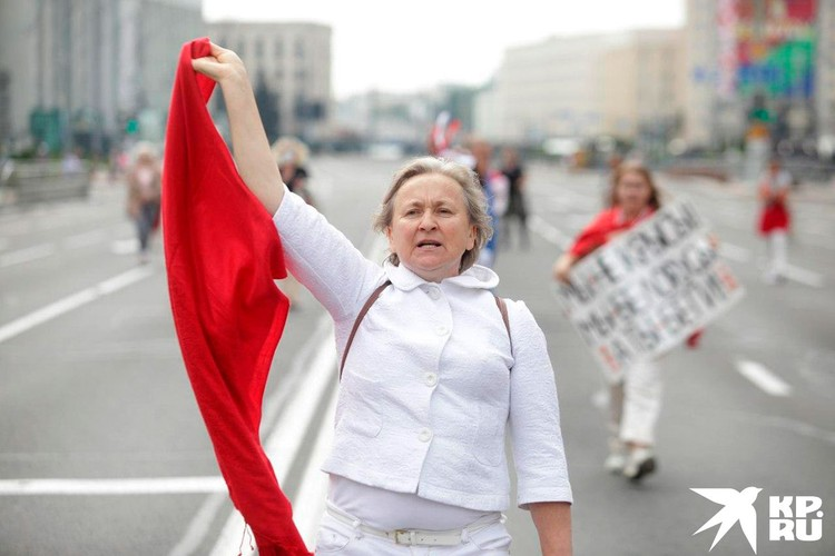 Марш протеста шел по перекрытой ОМОНом улице