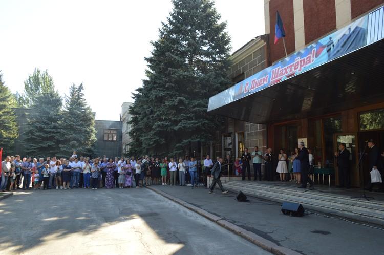 Почетные грамоты получили десятки горняков, благодаря которым Донбасс не удалось сломить украинской армии.