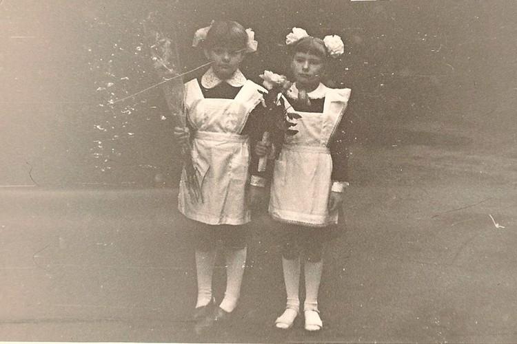 Одноклассницы Ирина Башилова и Мария Ранг (справа) 35 лет назад.
