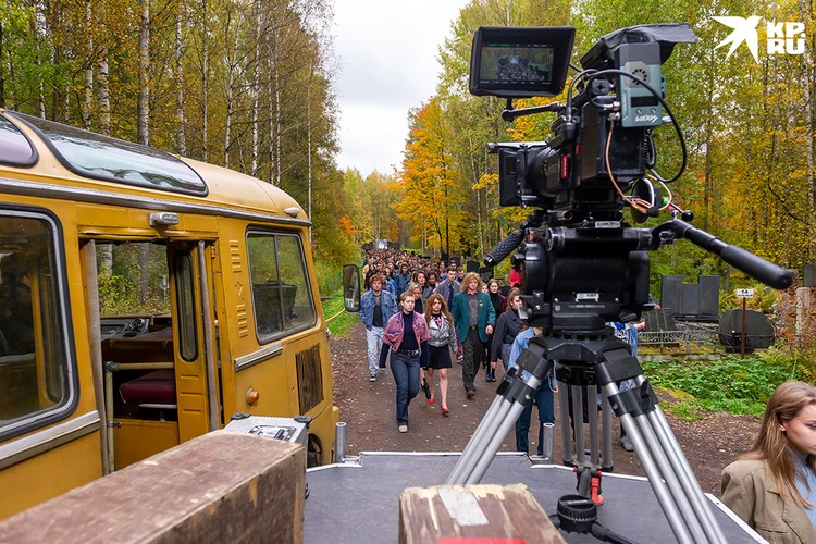 Съемки фильма - сцена похорон - проходили на Богословском кладбище в Петербурге.