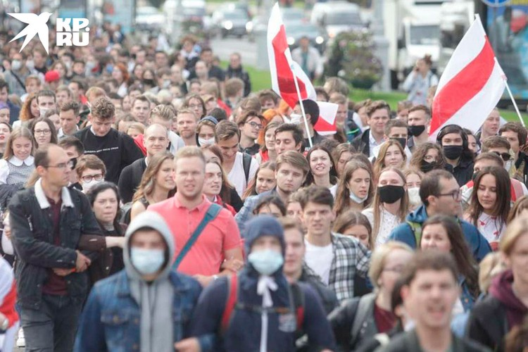Сейчас, по Минску бродят стайки студентов с флагами, а в Польше быстро корректируют дальнейший план раскачки