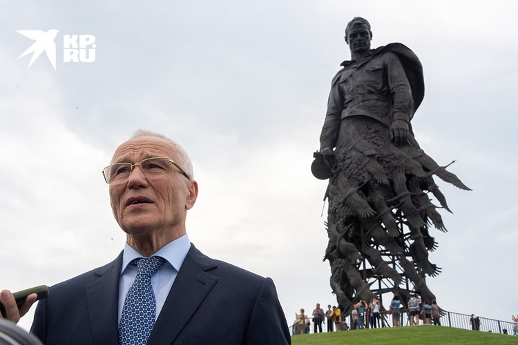 Григорий Алексеевич Рапота на открытии памятника в Ржеве