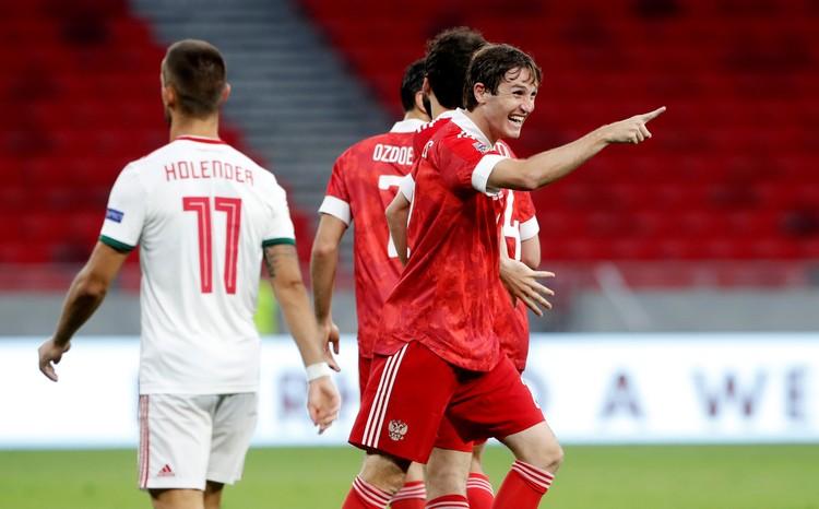 Марио Фернандес ликует - он забил третий гол в ворота Венгрии.