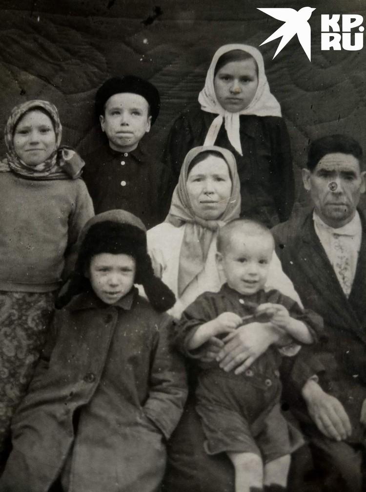 Семья мамы сибирячки. Фото: личный архив.