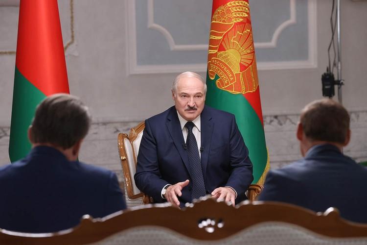 Полностью интервью, которое продолжалось почти два часа, еще не опубликовано, но журналисты пересказали некоторые ответы президента Белоруссии.
