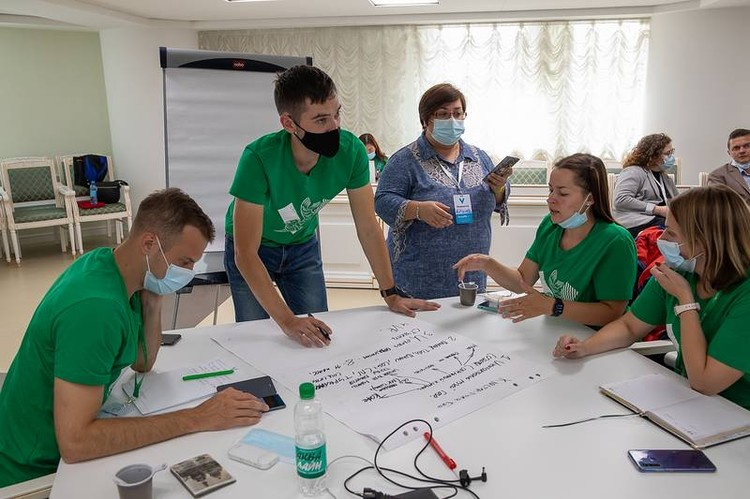 Молодежи предлагают получать лучшее образование, чтобы они могли остаться и найти работу на Сахалине. Фото: sakhalin.gov.ru