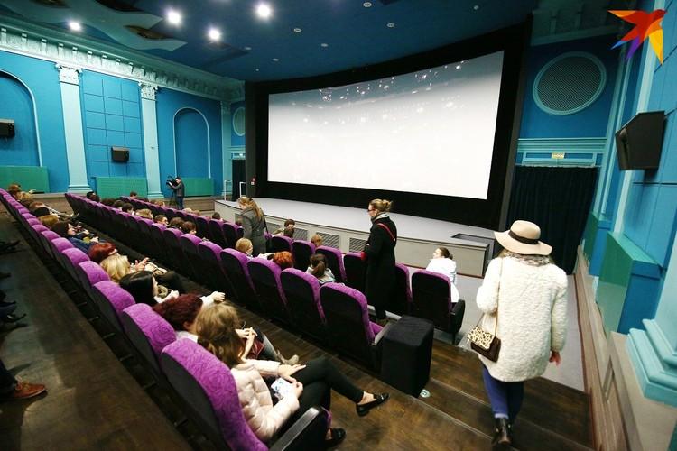 Для безопасного пребывания зрителей в кинотеатрах увеличили интервалы между сеансами.