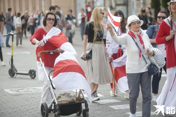 На митинг вышли женщины с колясками
