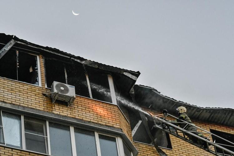 Огонь уничтожил десятки квартир.
