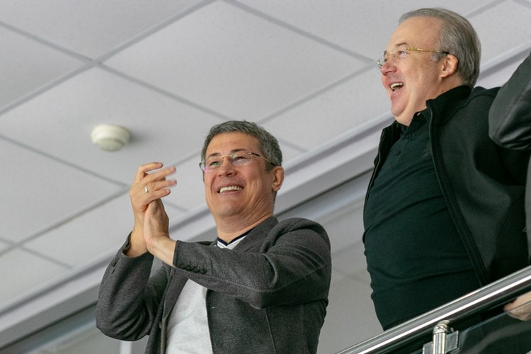 на первый домашний мачт сезона пришли глава республики Радий Хабиров и первый вице-премьер Андрей Назаров