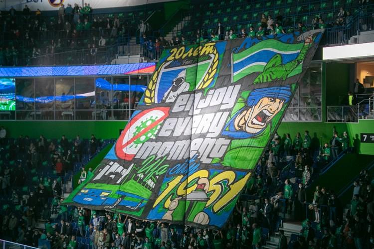 На первую домашнюю игру фанаты выставили оригинальный баннер