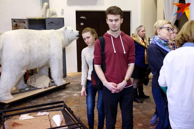 Огромного медведя зрители могли видеть в «Школе падаткаплацельшчыкаў»