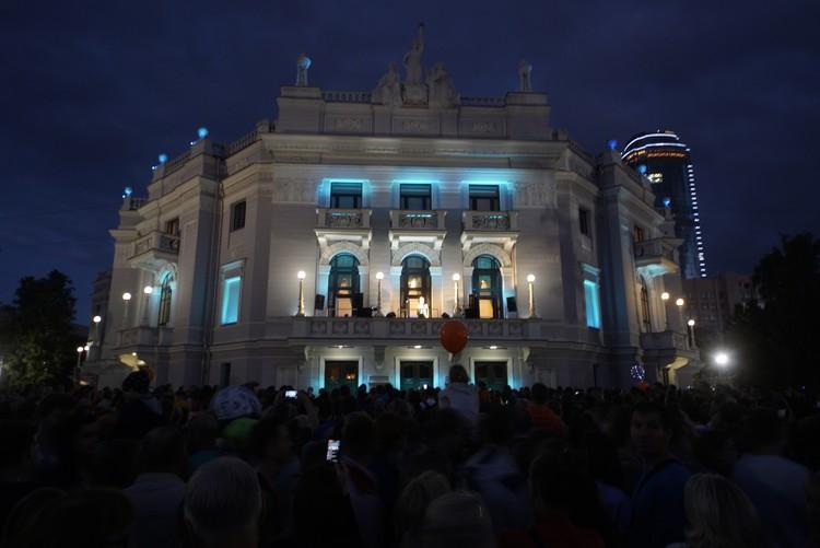 Артисты Оперного театра выступят на балконе.