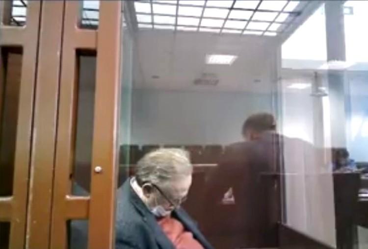 Незадолго до этого казалось, что Соколов спит Фото: трансляция Санкт-Петербургского суда